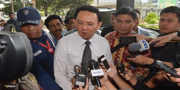 Plt Gubernur DKI Jakarta Basuki Tjahaja Purnama (Ahok) memberikan keterangan kepada wartawan setibanya di Gedung KPK Jakarta, Jumat (31/10).